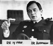 P-021380-1-TM-18 Portretten van B. Vossenaar, commandant bij de Brandweer. Selectie van 1 uit 18 opnamen. Afgebeeld:-1