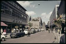 306 De Korte Hoogstraat met links de Hema, rechts P&C en verderop het pand van V&D. Linksachter het pand van Witteveen ...