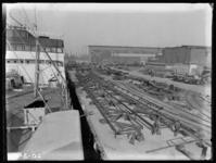 1976-4904 Delen van een kraanbaan op de kade bij de Rotterdamsche Droogdok Maatschappij.