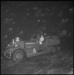 10009-1 Vervoer van brandweerhoofdman J. Peterson met een Ahrens-Fox.