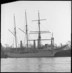 10095 Het voormalige zeilende Belgische schoolschip, de driemast-barkentijn Mercator en het vroegere vrachtschip IJzer ...