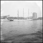 10131 Het voormalige zeilende Belgische schoolschip, de driemast-barkentijn Mercator ligt nu afgemeerd aan de kade bij ...