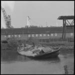 10729 Het vroegere zeilschip Santa Reina Isabel is nabij het Prins Bernharddok in een werkhaven van de RDM op Heijplaat ...