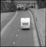 10868-2 Caravan op de weg in Maastunnelcircuit.