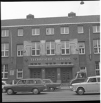 10884-2 Autoverkeer op de Beukelsdijk ter hoogte van de Technische School op nummer 145.