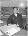 11397 Adjunct-hoofdman Ben Vossenaar wordt hoofd van de brandweer Rotterdam (commandeur 1e klas).