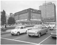 11981 Exterieur van Gerzon's Modemagazijnen en rechts daarvan het pand van verzekeraar 'Stad Rotterdam'.