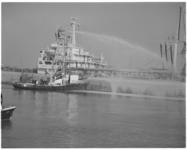 12284 Blusboot Europoort I (met een opgebouwde blustoren) van het Rotterdamse Havenbedrijf.