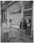 12484 Witte-platenwinkel B en A Recordshop aan de Zaagmolenstraat 152, gerund door Peter Reinhard, Jean van Baartwijk ...