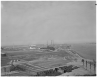 12784 Vuilverwerkingsfabriek van Afvalverwerking Rijnmond NV bij Rozenburg, rechts de Nieuwe Waterweg.