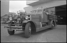 20016-82-29 Zesendertig jaar oude brandweerwagen Ahrens-Fox 4, een Amerikaans merk van motorbrandspuiten.