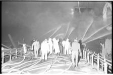 20027-15-26 Brandweer aan boord van de Noorse olietanker Rona Star, ontstaan tijdens het schoonmaken van tanks bij ...