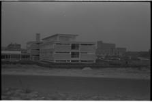 20033-37-0 Het nieuwe christelijke lyceum Noord, hoek Ringdijk met Van Bijnkershoekweg in Schiebroek.