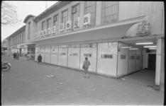 20724-1-38 Supermarkt Albert Heijn aan de Nieuwe Binnenweg, verderop NSU-dealer A. van Exel.