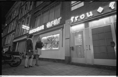 21259-4-40 Discobars Hit Kit en Frou Frou in de Witte de Withstraat.
