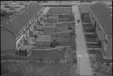 21331-2-10 Tuinen eengezinswoningen in nieuwe wijk Prins Alexander.