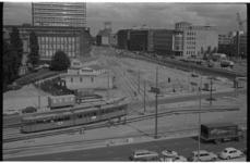 21417-3-13 Gezicht op het gebied rond Churchillplein met links de Blaak met winkelmagazijn Gerzon en diverse kantoren.