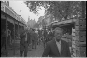 21463-5-7 Uitlopers van Groothandelsmarkt Noordplein in de Erasmusstraat. Op de achtergrond de Jacob Catsstraat met de ...