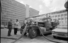 21502-5-38 Brandweerauto Ahrens-Fox bij het Dijkzigt Ziekenhuis.