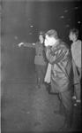 21909-5-37 Door een brand bij ENCK te Vlaardingen hadden inwoners van Hoogvliet last van de kwalijke dampen. Op de foto ...