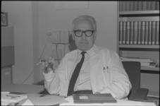 22894-7-2-L Portret van prof. dr. G.A. Ladee, psychiater in het Dijkzigt Ziekenhuis.