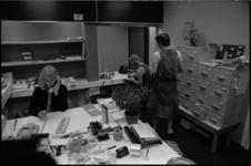 25004-7-25 Enkele medewerkers van Gezondheidscentrum Randweg. Op 05-10-1974 is het medisch centrum officieel geopend.