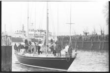 26082-3-16 Aankomst van het zeiljacht Flyer in Rotterdam.