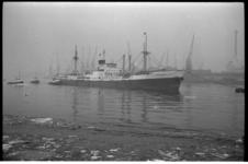 304638-5 Eerste graanboot arriveert in Rotterdam na Amerikaanse staking.