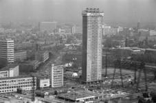 305161-32 Foto vanaf de Euromast tijdens de bouw van de Medische Faculteit, één dag voordat het hoogste punt van de ...