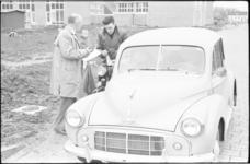 5118-1 Deelnemers puzzelrit Rhoon met brommer en auto.
