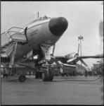 6138-1 Transportvliegtuig Super Constellation PH-LKL 'Desiderius Erasmus' in gereedheid gebracht voor veetransport ...