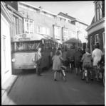 6403 Verkeersdrukte te Overschie met RET-bus 50.