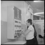 6675-3 Automaat met waspoeder van Sunil en Radion voor in de wasserette.