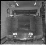 7866 Auto in de wasstraat.