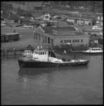 8009 Brandweerboot Europoort II in de St. Jobshaven, op de achtergrond bedrijfspand van Toko St. Job (souvenirs) aan de ...