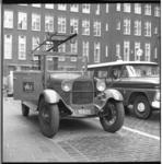 8248 Oldtimer Ford van Gemeente Maartensdijk naast politiewagen Chevrolet C10 op het Haagseveer.