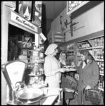 8382 Promotie zuivelproducten door Nederlands Zuivel Bureau in een supermarkt aan de Slinge.