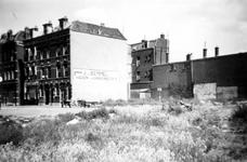 1976-2301 Gezicht op de Vlietkade. Bij huizen met een open terrein