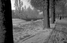 1987-2776-EN-2777 De Heemraadssingel in de sneeuw. 2 afbeeldingen.Van boven naar beneden:-2776: op de achtergrond de ...