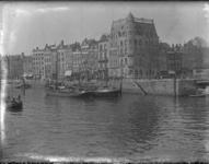 2007-2647 De Oudehaven, rechts Hotel Weimar en geheel rechts de Spanjaardsbrug.