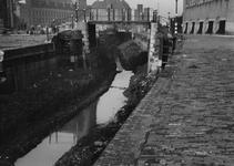 VIII-36-00-15-02-1,-2 Demping van de Delftsevaart.In het midden de Meentbrug.Op de achtergrond links de achterzijde van ...
