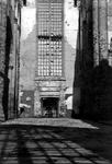 XXXIII-569-39-10 Puinresten na het bombardement van 14 mei 1940. Gezicht in de Sint-Laurenskerk aan het Grotekerkplein.