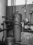 1977-3103 De ketels van de centrale gaarkeuken werden wegens gebrek aan kolen met koolteer gestookt.
