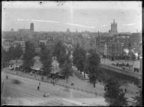 2007-2545-06 Gezicht op de Delfsevaart vanaf het Slagveld/Hofplein. Met van links naar rechts het Witte Huis, de torens ...