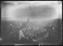 2007-2545-09 Panorama vanaf het Stadhuis aan de Coolsingel, richting zuid-oosten met in het midden de Laurenskerk. Op ...