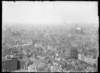 2007-2545-11 Panorama vanaf een hoog punt. Rechts van het midden de Sint-Antonius van Paduakerk (in de volksmond de ...