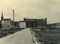 IV-343-64 De Goudsestraat, op de achtergrond de fabriek van Jamin.