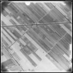 FD-4299-285 Verticale luchtfoto van de polder Nieuw-Reijerwaard, met de Voorweg en de Blaak (water). Oriëntatie: ...