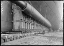 RDM-11220-1 De bouw van het SS Nieuw Amsterdam (2) op de werf van de Rotterdamsche Droogdok Maatschappij gezien aan de ...