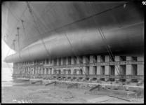 RDM-11220-8 De bouw van het SS Nieuw Amsterdam (2) op de werf van de Rotterdamsche Droogdok Maatschappij. De rechter ...